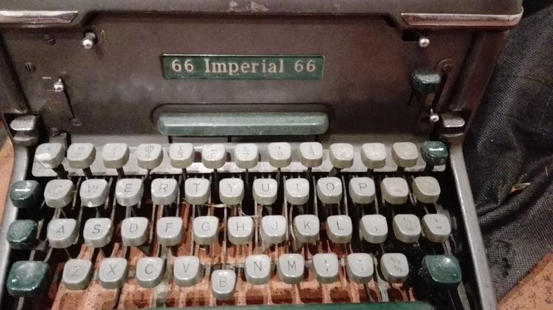 Object_180_Typewriter_2.jpg
