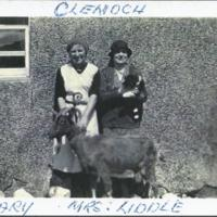 Mary Templeton and Mrs Liddle outside Clenoch