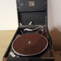 Object_208_Gramophone_2.jpg