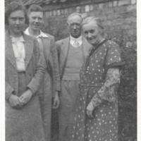 MacMillan group (Margaret, Campbell and George) and Elizabeth Belford at Leven<br /><br />