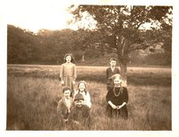 Moira Campbell, Isobel Boswell, Willie Dickson, Jimmy McMillan and George McMillan, August 1922 at Bank Wood